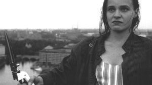 Tiina Tenhunen on Kauhun millimetrit -elokuvan pääosassa.