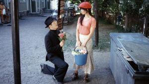 Mies joka ei osannut sanoa ei (ohjaus Risto Jarva, 1975), Antti Litja ja Kirsti Wallasvaara. KAVI.