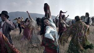 Mustalaisleiri muuttaa taivaaseen (1976), elokuvan still-kuva