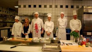 keittiön ammattilaisia rivissä