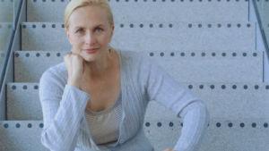 Näyttelijä Sara Paavolainen vaalimainoskuvassa