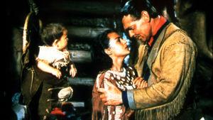 Eränkävijäin kuningas. Clark Gable ja Maria Elena Marques. Yle kuvapalvelu.