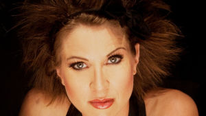 Laulaja-viulisti Veera Railio.
