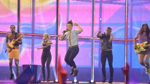 Frankrikes Twin twin på Eurovisionsscenen.