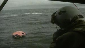 Räddningsflotte i havet