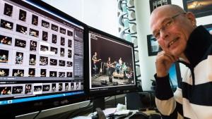 Johan Hagström redigerar fotografier