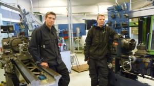 Mats Ekström och Robin Engman i metallklassen.
