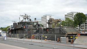 Militärfartyg vid åstranden i Åbo