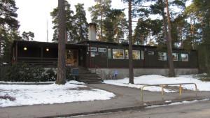 Finska Mäntykoto daghem har tre avdelningar med omkring 50 barn.