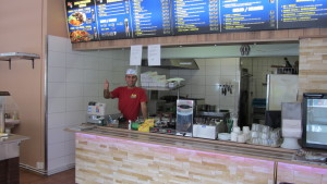 Nazar Ali på Kungs pizza kebab i Ekenäs.