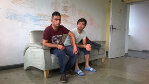 Tillvaro utan framtid. Zubair (t.v) från Irak och Naqib från Afghanistan