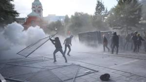 Upplopp i Stockholm i samband med det nynazistiska Svernskarnas partis möte.