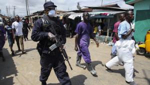 poliser letar efter ebolasmittade i monrovia