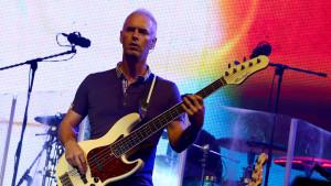 Basisten Paul Turner under ett gig med Jamiroquai 2013.