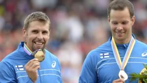 Antti Ruuskanen och Tero Pitkämäki med sina medaljer