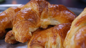 Hemgjorda delikata croissanter