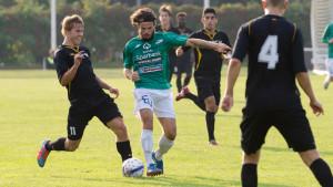 EIF:s Lucas Pas Kaufmann jagas av Pallohonka spelaren Julius Perovuo.