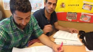 Bassel Korkis och Mazen Hallak kom från Syrien för att bosätta sig hos släktingar och vänner i Södertälje.