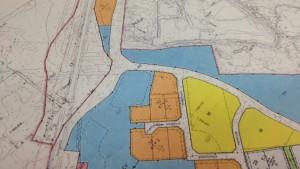Planskiss över en del av Fågelbergets industriområde i Korsholm. Flygekorrens olika habitat har beaktats och en korridor mellan dem gjorts upp.