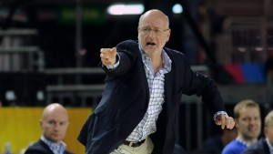Henrik Dettmann fortsätter att lotsa Finlands basketlandslag.