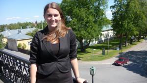 Anna-Kajsa Bklomqvist på rådhusets balkong.