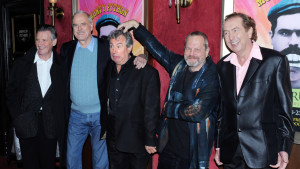 Michael Palin, John  Cleese, Terry Jones, Terry Gilliam och Eric Idle på pressvisning av Monty Python-dokumentären Almost The Truth i New York år 2009