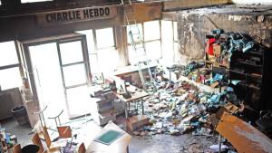 Charlie Hebdos redaktion efter mordbranden i november 2011.