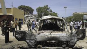 Förödelse efter bombdåd i Mogadishu i mars. Al-shabaab-islamister låg bakom attacken.