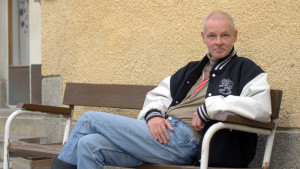 Jukka-Pekka Juuti vid rehabiliteringshemmet på Roparnäs.