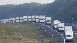 Den ryska hjälpkonvojen fortsätter sin färd söderut från Voronezj.