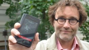 Erik Söderblom visar upp Konstens Natt-appen