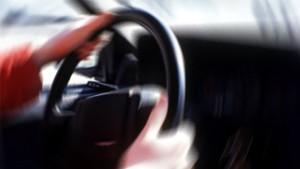 Bilförare och ratt
