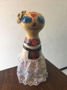 Catrina Emilia en vestido tipico de Veracruz