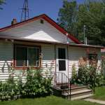 Cottage on 125' Fox RIver Frontage