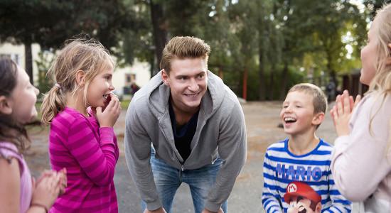 Fritidspedagog utomhus lärare i fritidshem