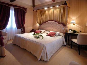 Hotel A La Commedia thumb-4