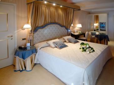 Hotel A La Commedia thumb-2