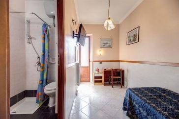 Hotel soggiorno blu hotel rome from 52 for Soggiorno blu hotel roma