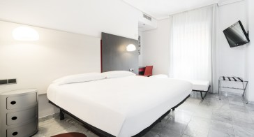 Hotel Ilunion Puerta De Triana thumb-3