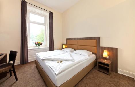 junges hotel hamburg hotel hamburg from 76. Black Bedroom Furniture Sets. Home Design Ideas