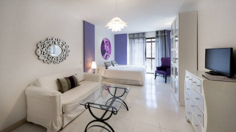 Appartements Woo Travelling Plaza De Oriente Homtels