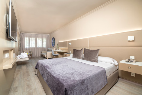 HotelPere IV