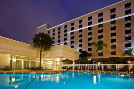 Holiday Inn & Suites Across From Universal Orlando Hotel
