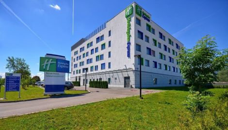 Holiday Inn Express Warsaw Airport Hotel