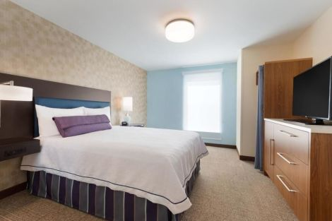 HotelHome2 Suites by Hilton Milwaukee Airport