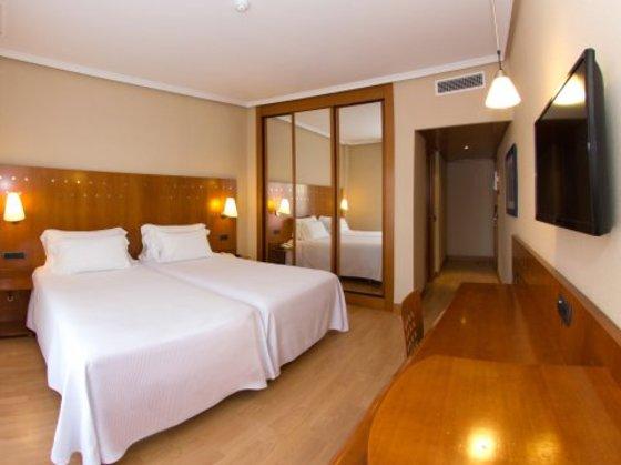 Globales cortijo blanco hotel san pedro for Blanco hotel