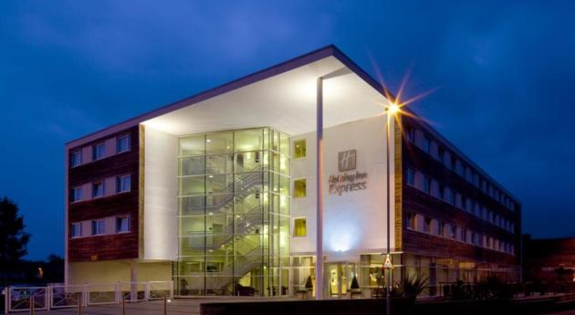 Holiday Inn Express Chester - Racecourse Hotel thumb-3