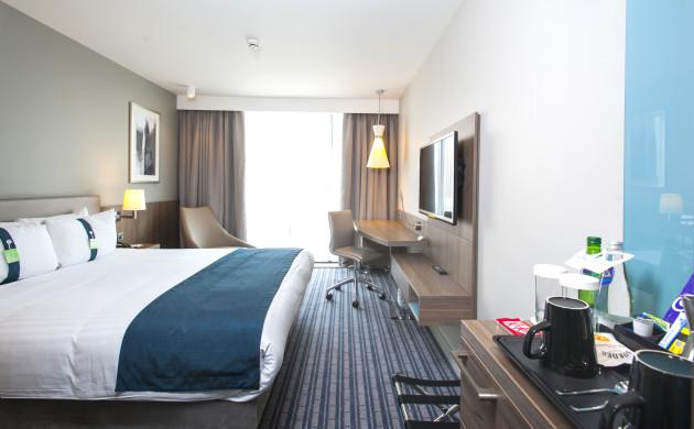 Hotel Holiday Inn London - West thumb-2
