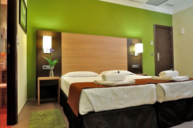 V Room Madrid Hostal