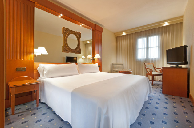 Hotel TRYP Sevilla Macarena Hotel thumb-3